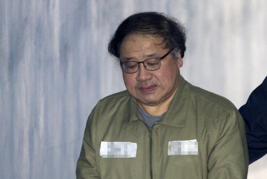 `국정농단 공범` 안종범 전 수석 징역 6년·벌금 1억원(속보)